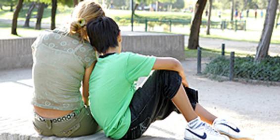 Expertos recomiendan evitar el control y la imposición sobre los adolescentes que se autolesionan – España
