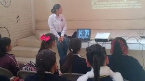Asesoran a estudiantes sobre peligros del cutting – Ensenada, Mexico