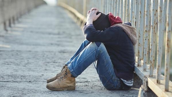 Cómo los padres pueden ayudar a un niño que se auto-lesiona